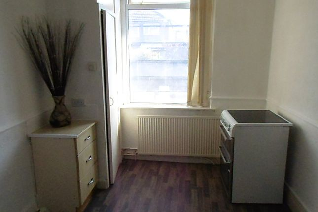 Thumbnail Maisonette to rent in 367A Oldham Road, Royton, Oldham