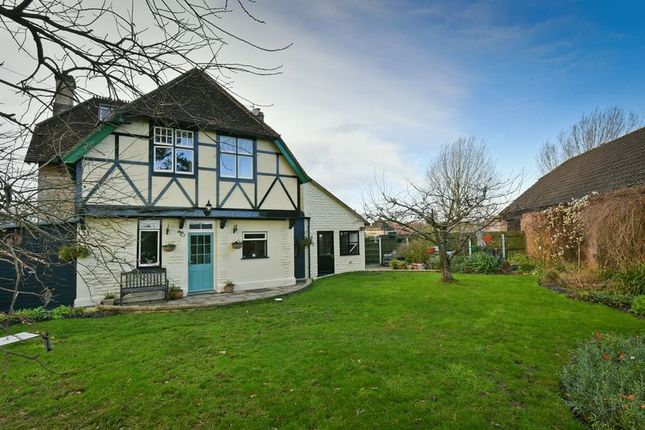 Thumbnail Detached house for sale in Anchor Road, Calne