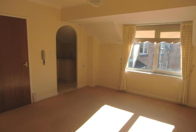 Thumbnail Flat to rent in Homepaddock House, Deighton Road, Wetherby, West Yorkshire