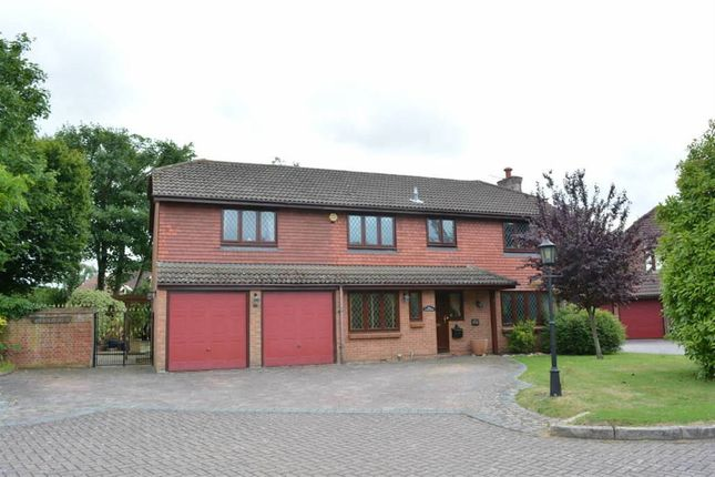 5 bed detached house to rent in Aston Close, Ashtead