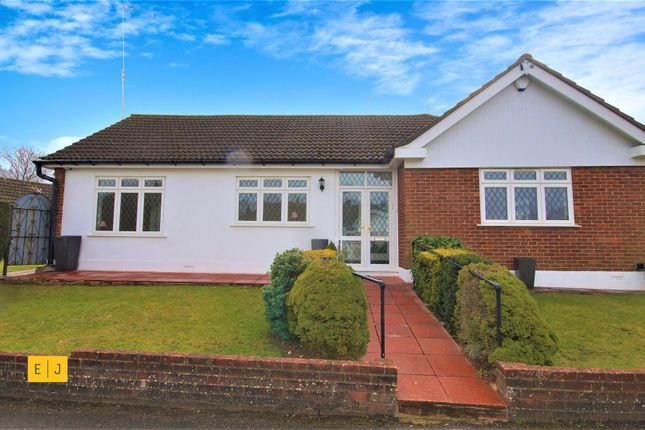 3 bed detached bungalow to rent in Hainault Grove, Chigwell IG7