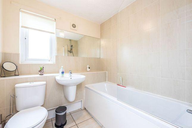 Bathroom of Dundee Court, Carron, Falkirk, Stirlingshire FK2