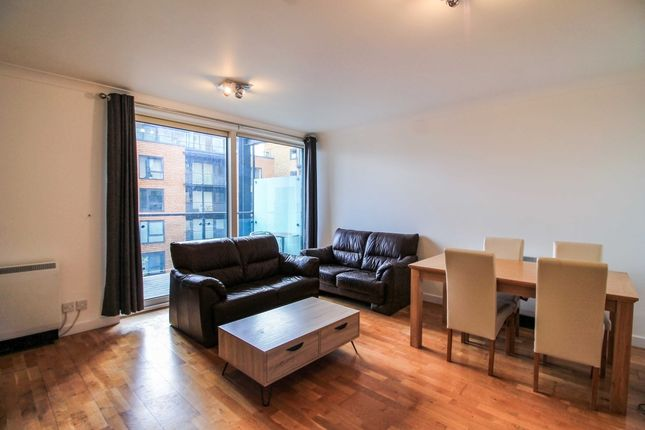 2 bed flat to rent in Boardwalk Place, Canary Wharf, London E14