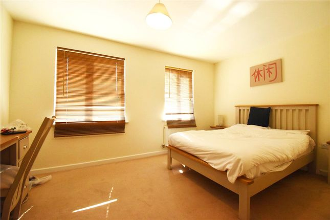 Bedroom of Gweal Avenue, Reading, Berkshire RG2