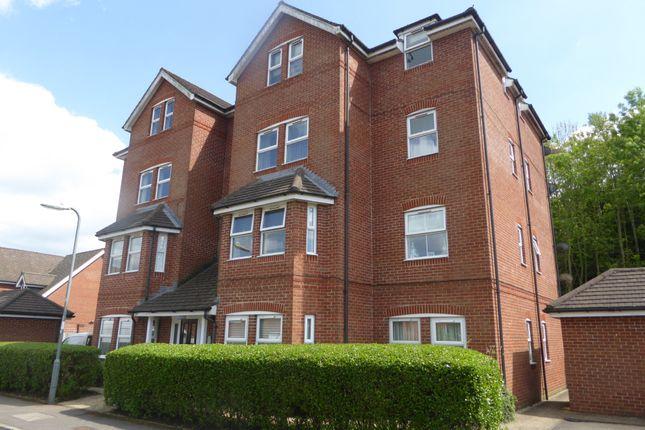 2 bed flat to rent in Oceana Crescent, Beggarwood, Basingstoke
