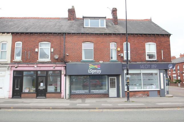 3 bed flat to rent in Cross Street, Sale M33