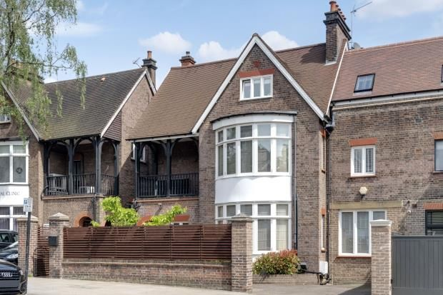 Picture No. 06 of Rosslyn Hill, Hampstead, London NW3