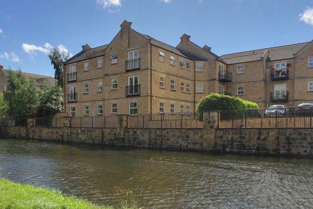 Thumbnail Flat to rent in Canalbank View, Rodley, Leeds