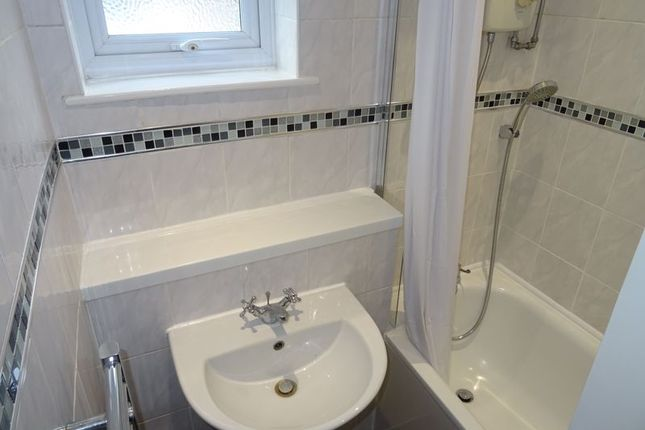 Bathroom of Greenwood Close, Sidcup DA15