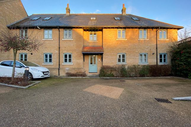 2 bed flat to rent in Coopers Court, Hertford SG14