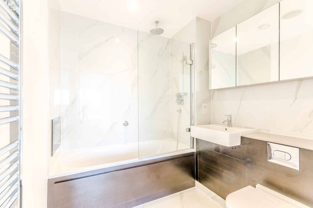 Thumbnail Flat to rent in Fitzgerald Court, Angel, London