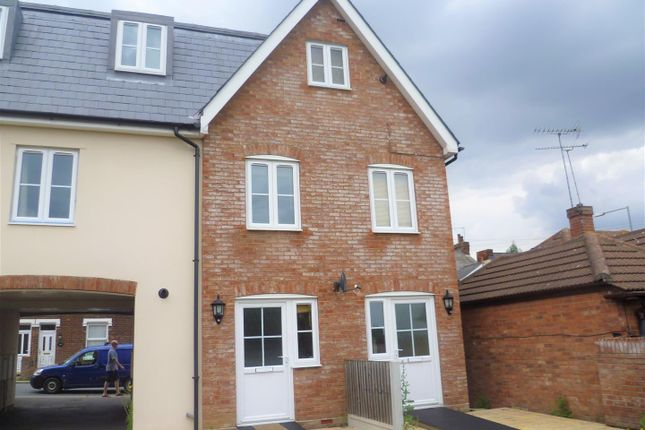 Thumbnail Maisonette to rent in Bergholt Road, Colchester