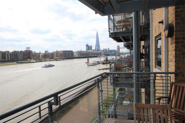 Flat to rent in Wapping High Street, London
