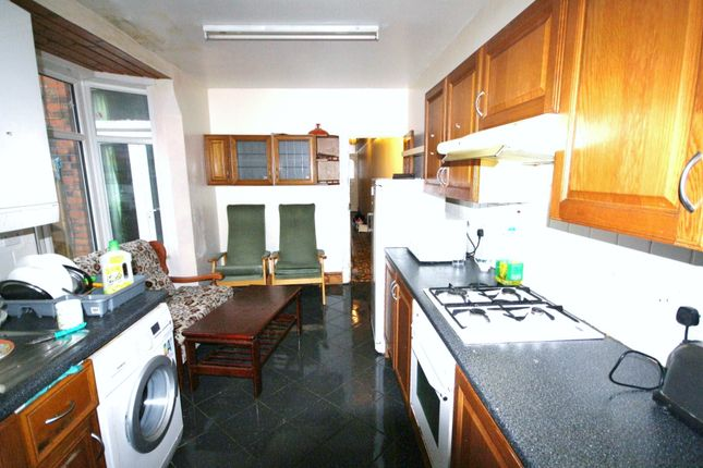 Terraced house to rent in Upperton Road, West End, Leicester
