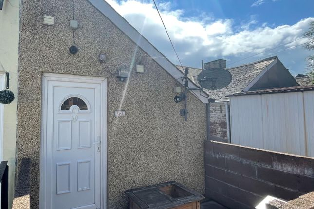 Thumbnail Flat to rent in Windsor Road, Griffithstown, Pontypool