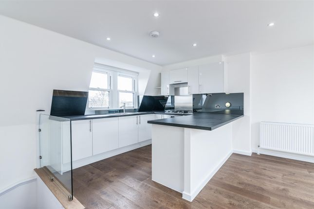 3 bed flat to rent in Springdale Road, Stoke Newington, London