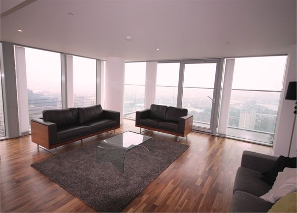 Thumbnail Flat to rent in Landmark East Tower, Marsh Wall, Canary Wharf, London, UK