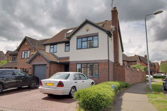 5 bed detached house to rent in Blake Hall Drive, Wickford SS11