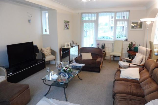 Thumbnail Flat to rent in Cromptons Court, Liverpool
