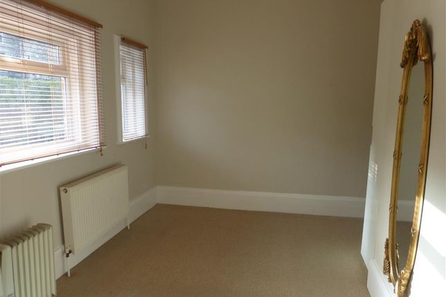 Thumbnail Flat to rent in Rutland Drive, Harrogate