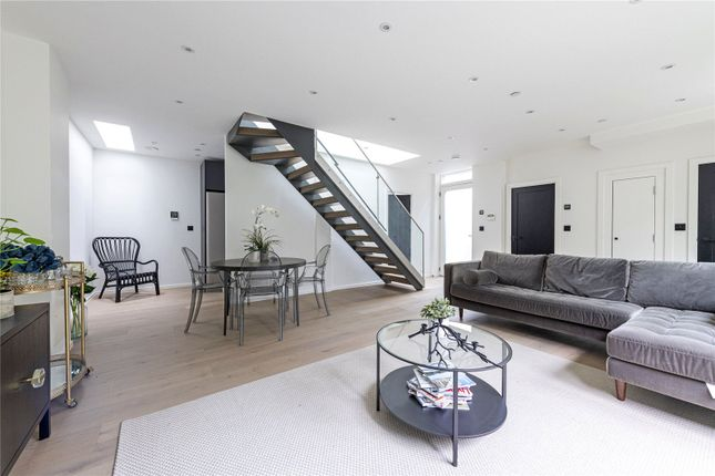 Thumbnail Detached house for sale in King's Mews, London