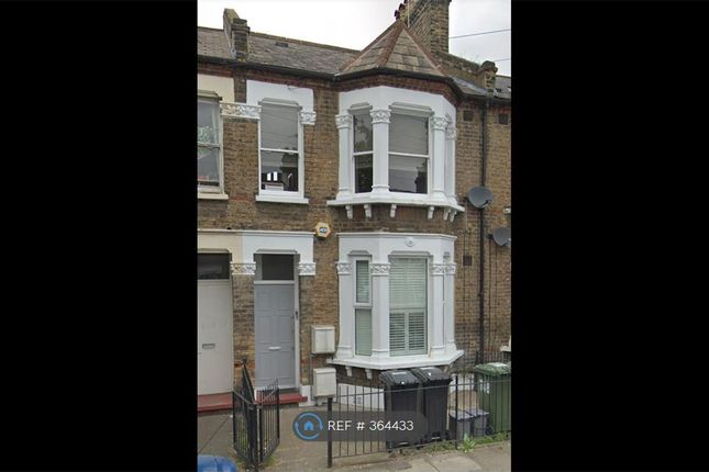 Flat to rent in Gosterwood Street, London