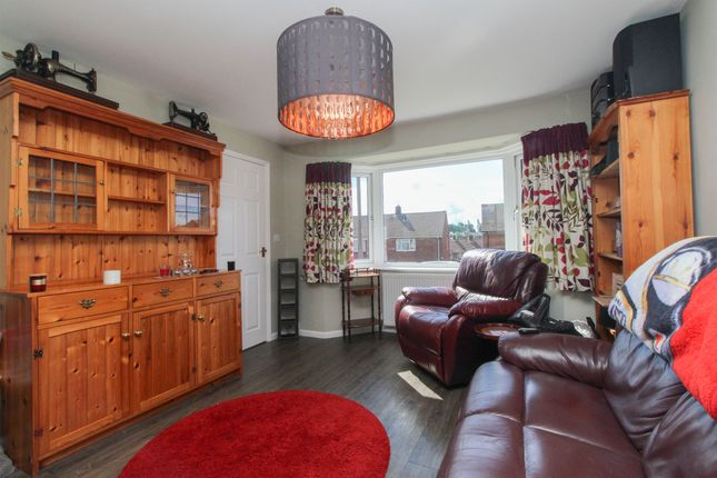 Living Room of Nesfield Close, Chesterfield S41