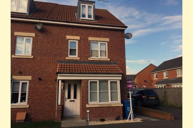 Thumbnail Town house for sale in Roxburgh Close, Whitley Bay