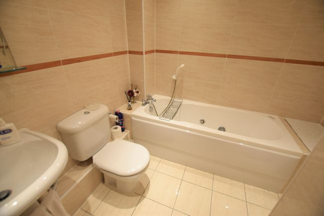 Family Bathroom of Arequipa Reef, Sovereign Harbour North BN23