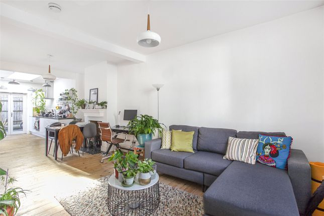 2 bed terraced house to rent in Douro Street, Bow, London E3