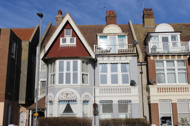Thumbnail Flat to rent in Grosvenor Crescent, St Leonards On Sea