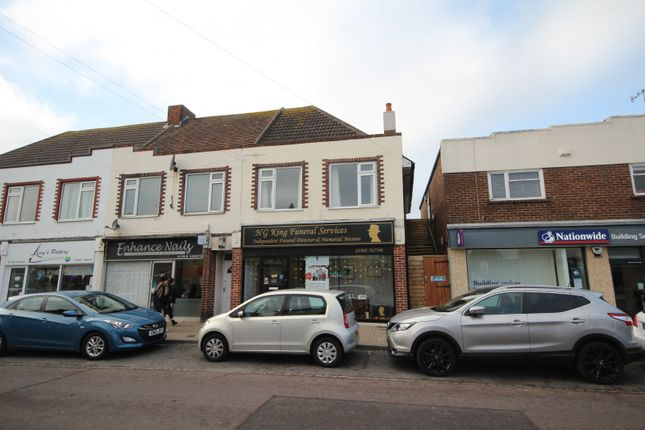 Thumbnail Flat to rent in Queens Parade, North Road, Lancing