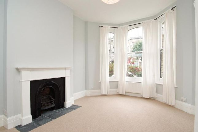 1 bed flat to rent in Beauchamp Road, London SW11