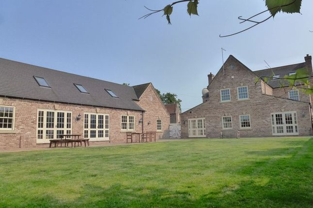 Thumbnail Country house for sale in Leverington Common, Leverington, Cambridgeshire