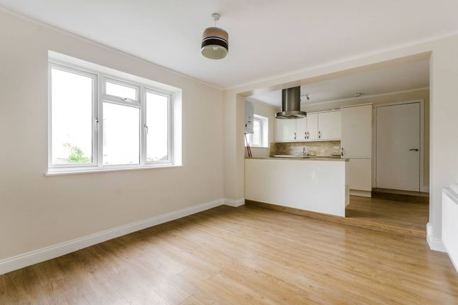 2 bed flat to rent in Belvoir Road, East Dulwich