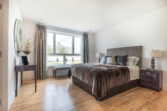 2 bedroom flat for sale in Brighouse Park Cross, Edinburgh
