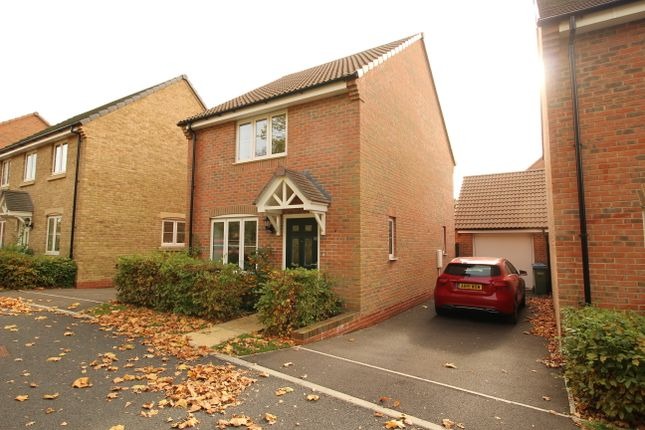 2 bedroom detached house for sale in Rothschild Drive, Sarisbury Green, Southampton