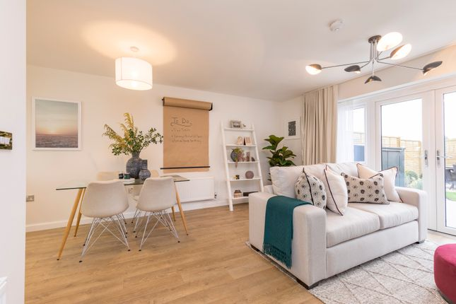 Thumbnail Flat for sale in London Road, Greenhithe