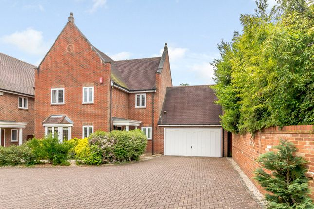 Thumbnail Property to rent in Kemsley Chase, Farnham Royal, Slough