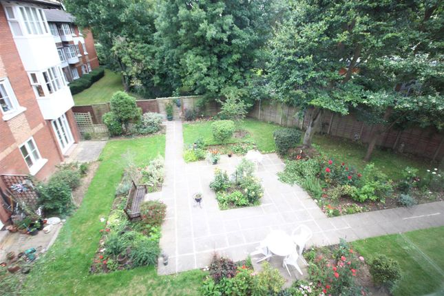 Thumbnail Flat for sale in Beechwood Grove, London
