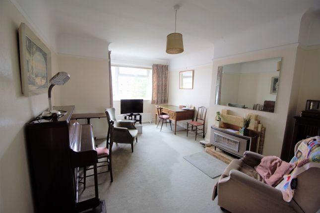 2 bed flat for sale in Castlebar Park, London