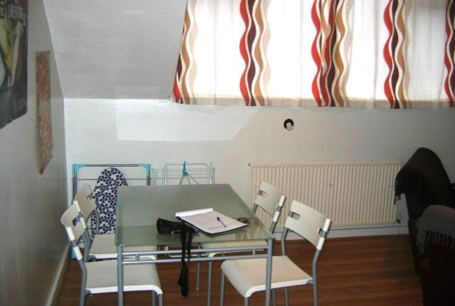 Thumbnail Flat to rent in Flat 3, 14 Kelso Road, Hyde Park