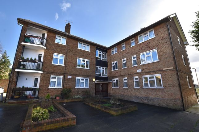 3 bed flat to rent in St. Judes Court, Vicarage Road, Woodford Green IG8