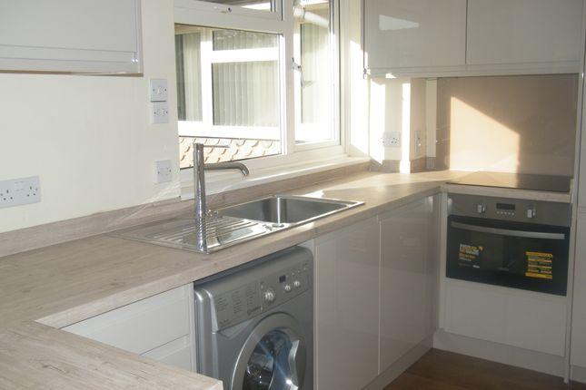 Thumbnail Flat to rent in Chenies Close, Tunbridge Wells