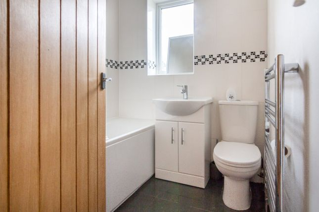 Bathroom of Sunnybank Avenue, Stonehouse Estate, Coventry CV3