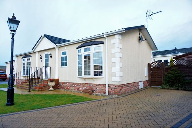 Thumbnail Mobile/park home for sale in Lilac Avenue, York