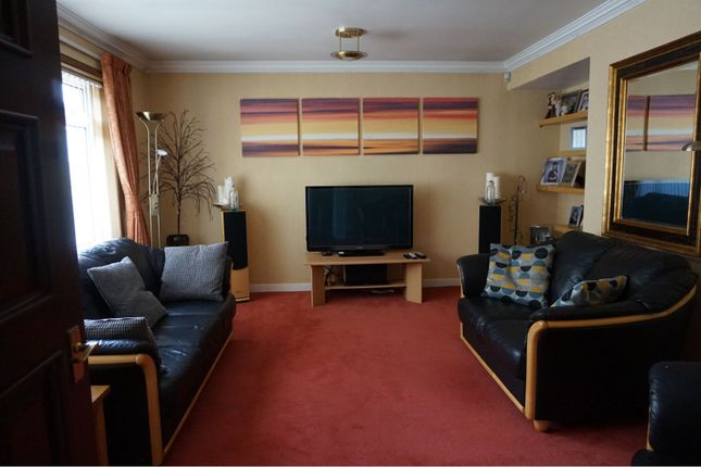 Lounge of Mcintosh Drive, Elgin IV30