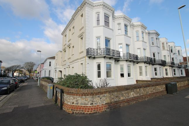 2 bed flat to rent in Brighton Road, Worthing BN11