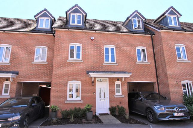 3 bed town house for sale in Avian Avenue, Curo Park AL2
