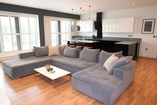 Thumbnail Flat to rent in St. Paul's Place, St. Pauls Square, Birmingham